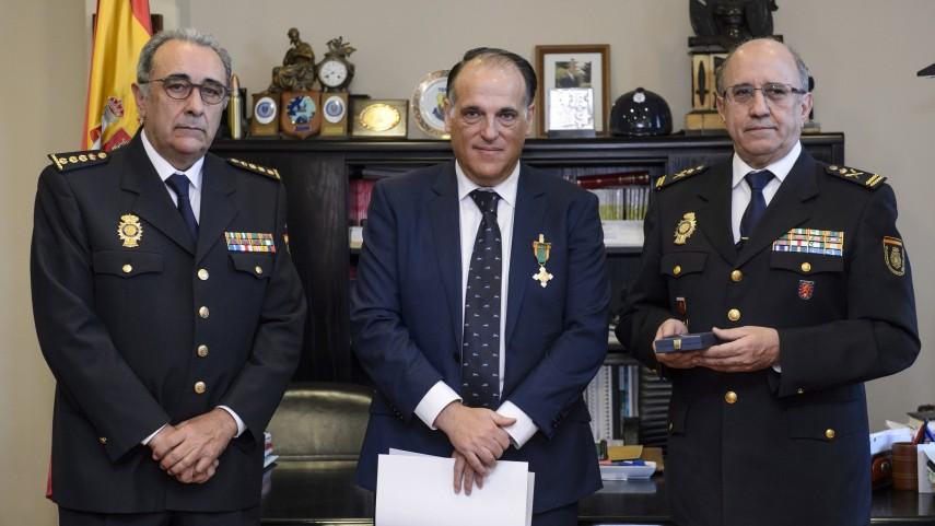 Javier Tebas recibe la Medalla al Mérito Policial