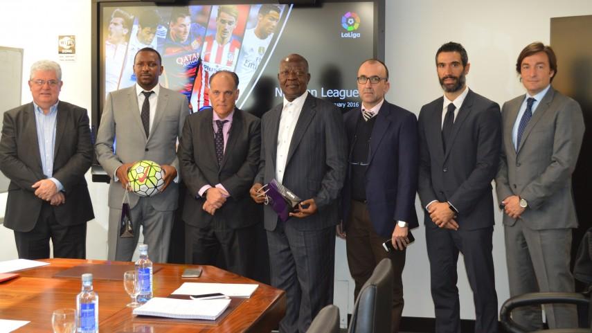 LaLiga se reúne con representantes del fútbol de Nigeria y de Islas Salomón