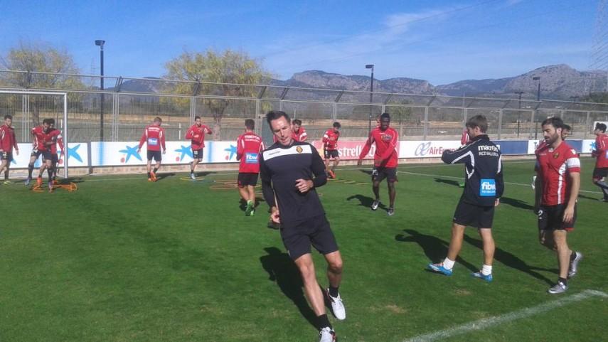 Steve Nash, uno más en el entrenamiento del RCD Mallorca