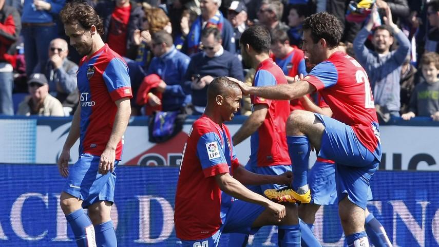 Rossi saca petróleo para el Levante UD