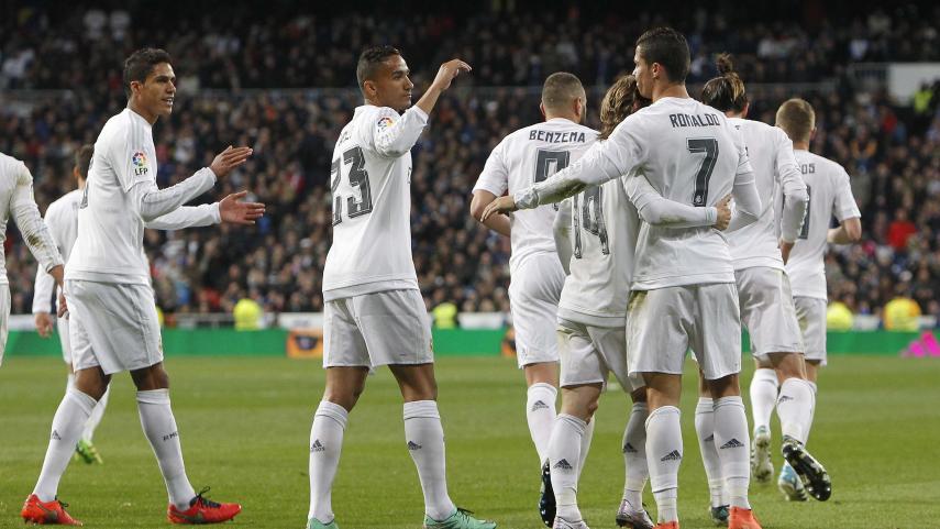 El Real Madrid recorta distancias con la cabeza