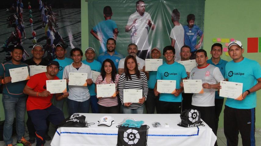 Finaliza el curso de formación de monitores de fútbol en San Salvador