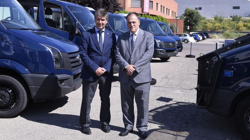 LaLiga dona siete furgonetas a la Dirección General de la Policía