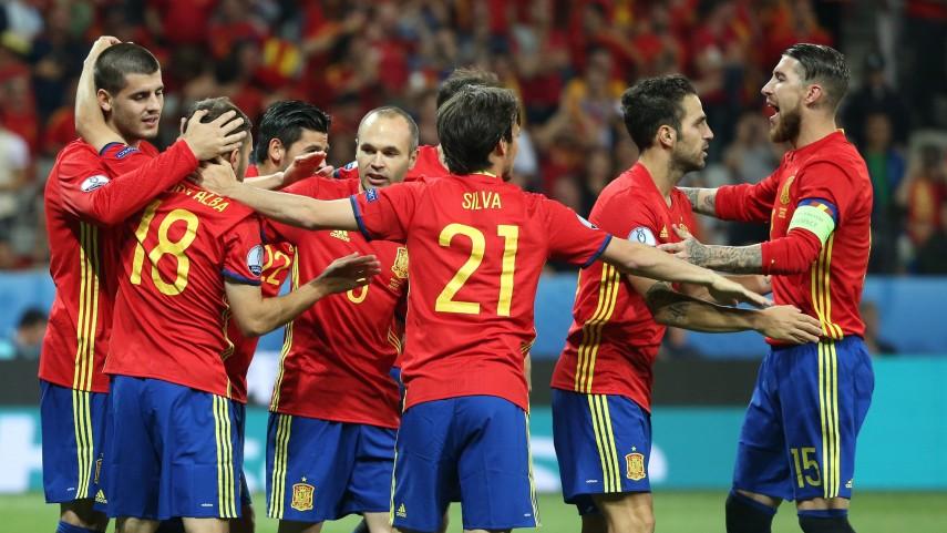 España golea a Turquía y se clasifica para octavos de la UEFA EURO 2016