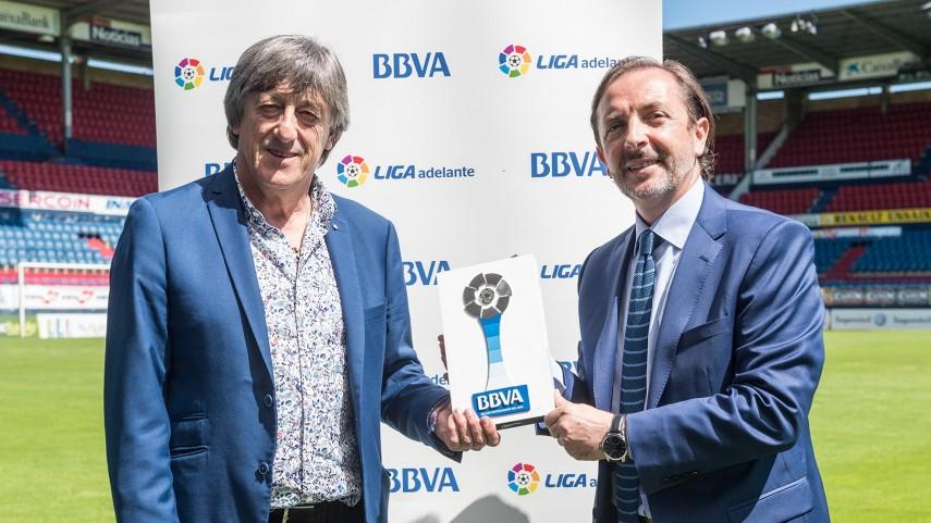 Enrique Martín, Mejor Entrenador de la Liga Adelante en Junio