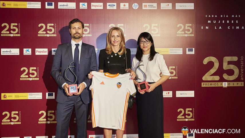 La FEDEPE reconoce la labor de promoción del papel de la mujer del Valencia CF