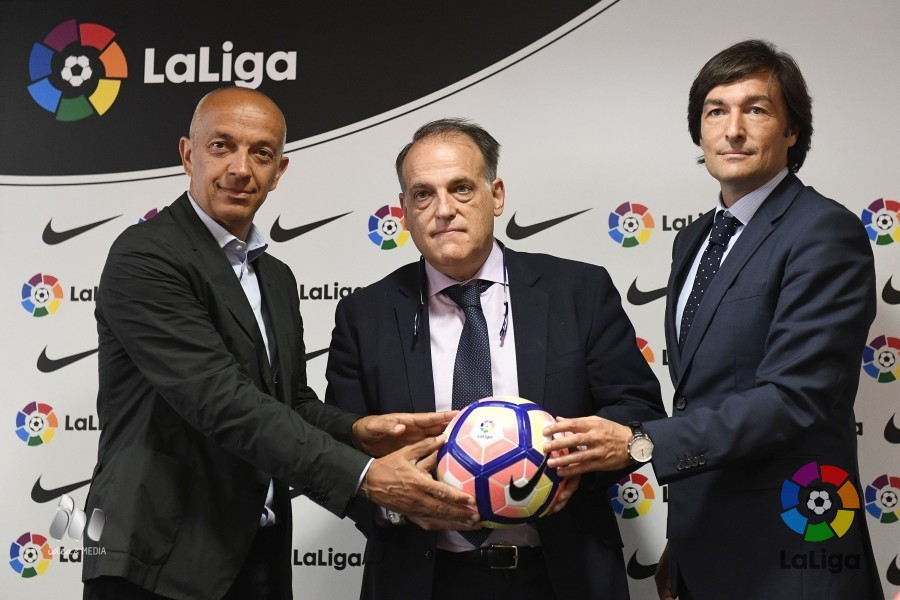 596bbc3acd2e LaLiga unveils the official ball for the 2016 17 season. Nike renews its  sponsorship agreement for the coming campaign.