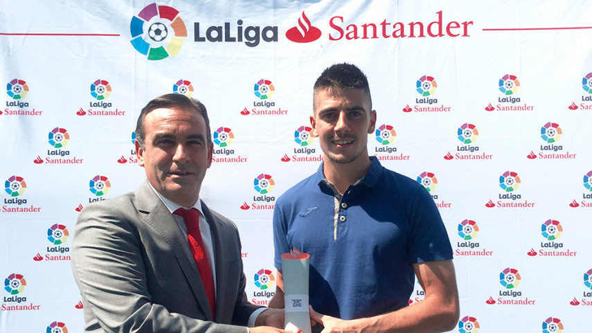 Jon Ander Serantes, LaLiga Santander's Player of the Month for August