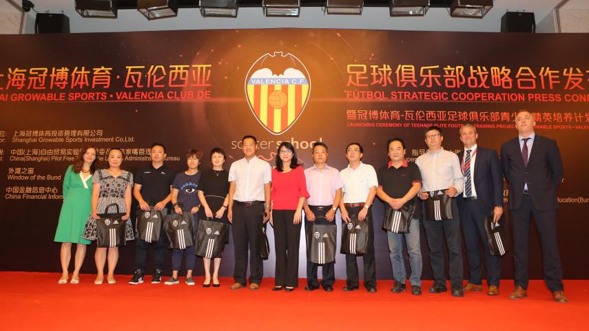 El Valencia abre su primera escuela de fútbol en China
