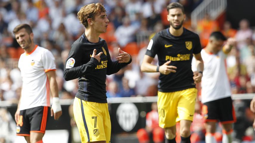 El Atlético de Madrid gana en Valencia y es líder tras dos nuevos fallos de Madrid y Barça