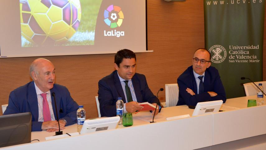 Javier Gómez impartió una conferencia sobre el 'fair play' financiero de LaLiga en la UCV