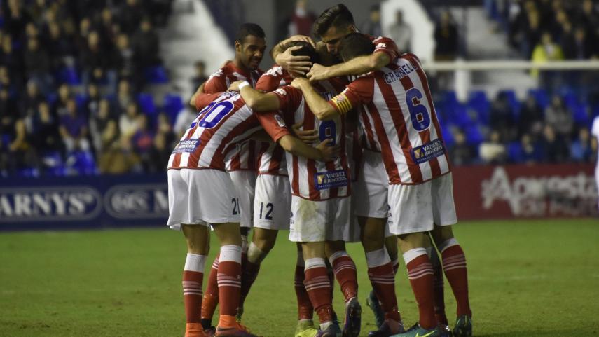 Sevilla Atlético y Girona aprietan la zona alta