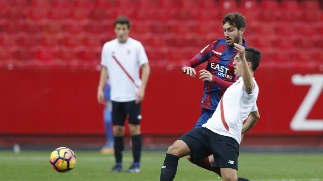 Levante y Girona continuan firmes en las posicones de ascenso directo.