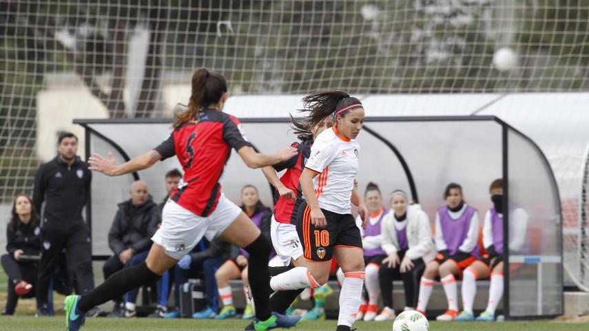 Mari Paz acecha a Soni y Jenni en la lucha por ser la máxima goleadora