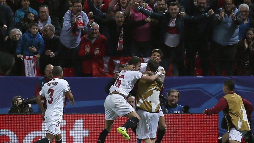 Sarabia y Correa dan ventaja al Sevilla