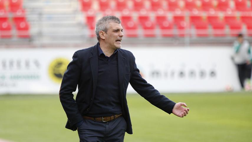 Javier Álvarez de los Mozos deja el banquillo del CD Mirandés