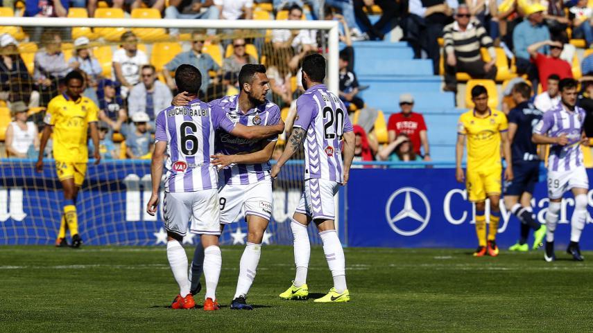Valladolid y Huesca aprietan la lucha por el play-off