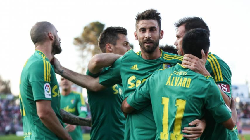 Playoff contenders Cadiz head to face leaders Levante in promotion clash