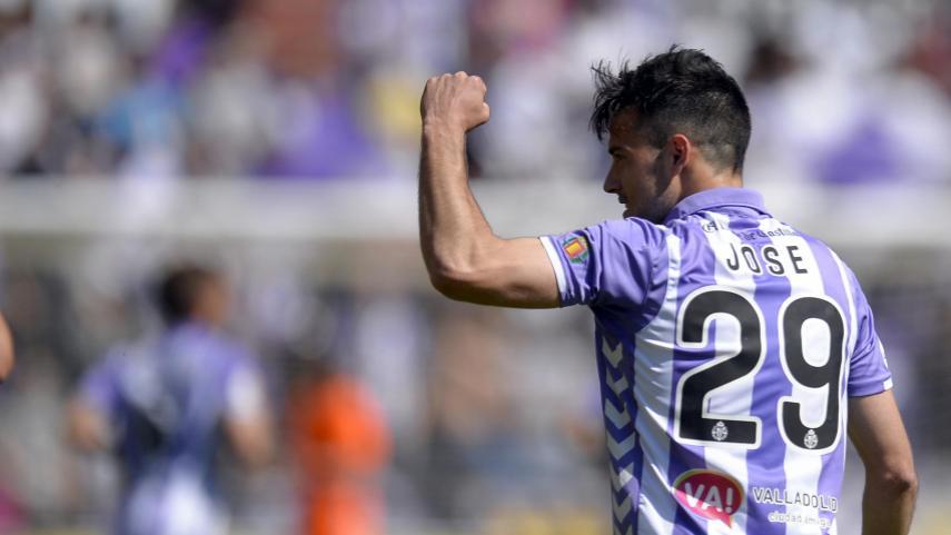 Huesca y Valladolid meten presión en la lucha por el play-off