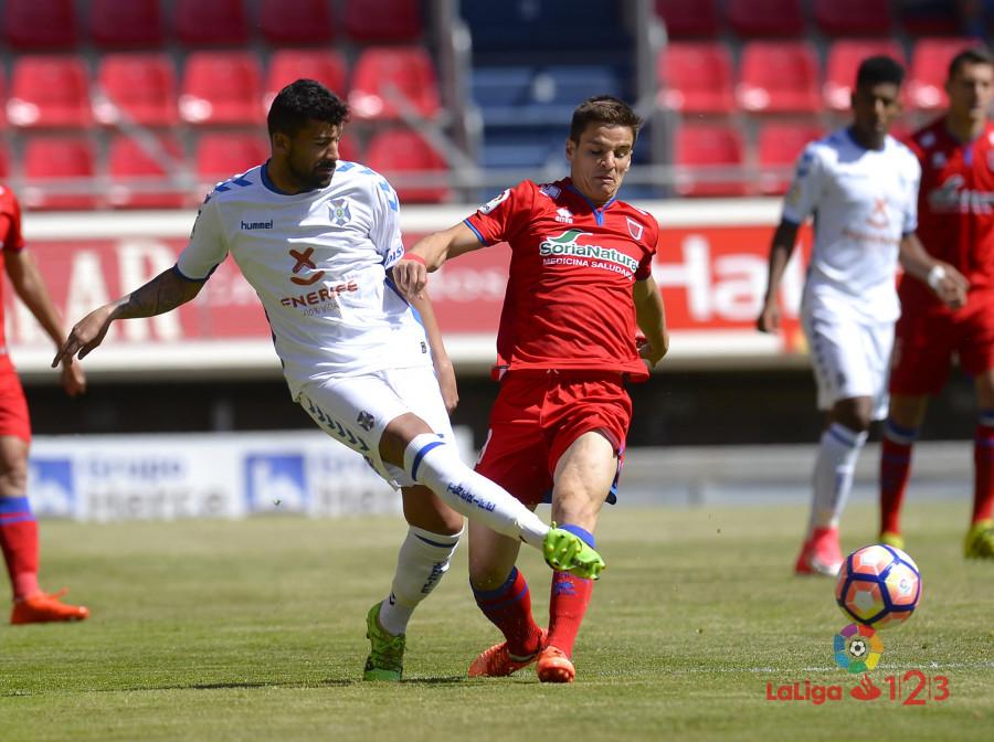 Dani Calvo salva un punto en el descuento (Numancia 1 - Tenerife 1) | Imagen 5