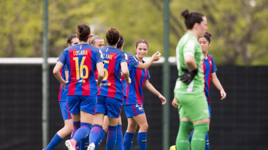 El FC Barcelona continúa líder a golpe de goleada