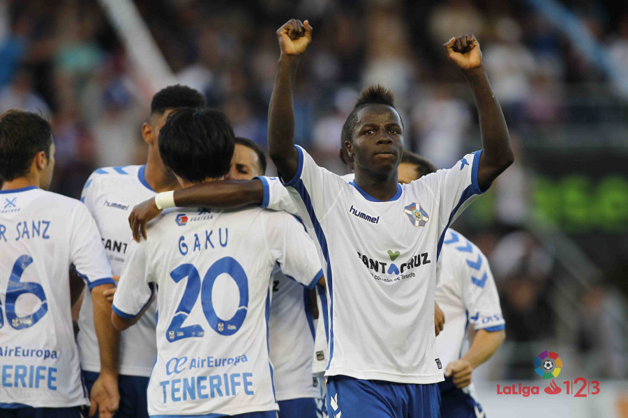 Los jugadores del Tenerife celebran el único gol del partido / LaLiga