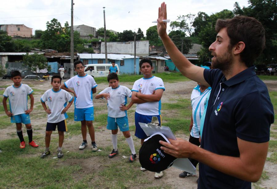 La Fundación de LaLiga continúa con su labor social y formativa en San Salvador