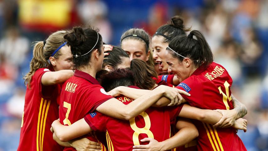 España debuta con una gran victoria en la Eurocopa de Holanda