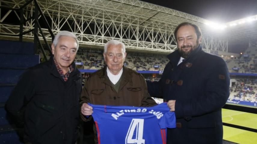 El homenaje al abonado número cuatro del Real Oviedo
