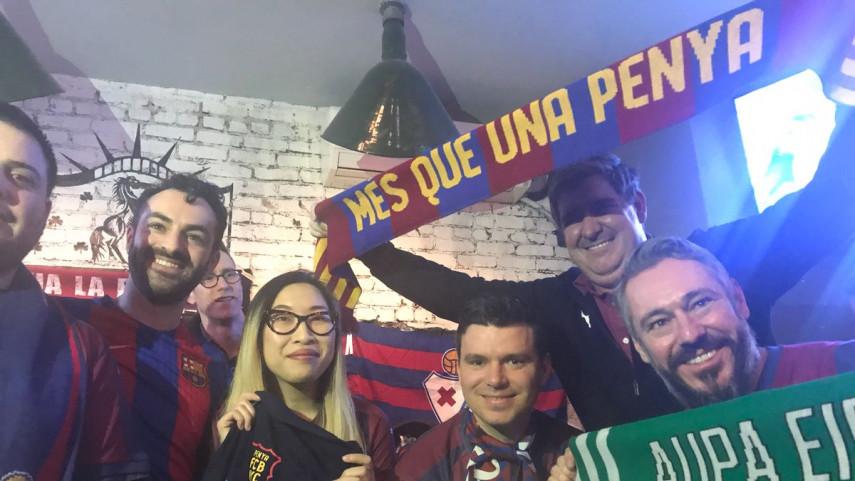 Las peñas de SD Eibar y FC Barcelona disfrutan juntas de LaLiga