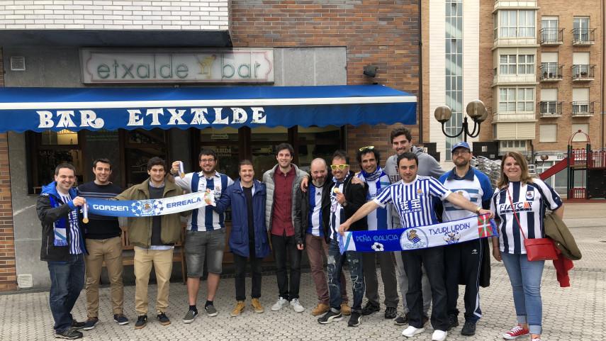 La Peña Galicia Txuri Urdin disfruta con la selección española de hockey hielo