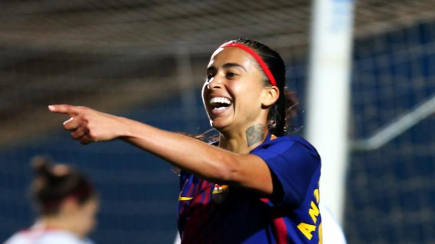 El FC Barcelona golea al Rayo y sigue creyendo en el título
