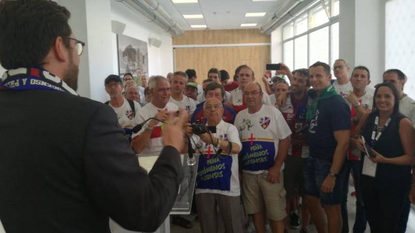 Las peñas de la SD Eibar dan la bienvenida a la SD Huesca a LaLiga Santander