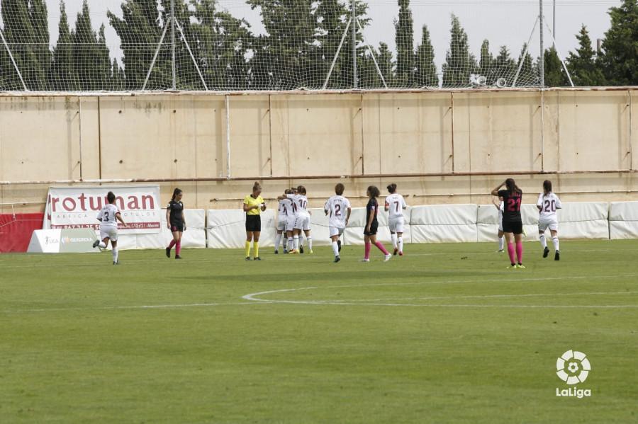 Las jugadoras locales celebran uno de los goles.