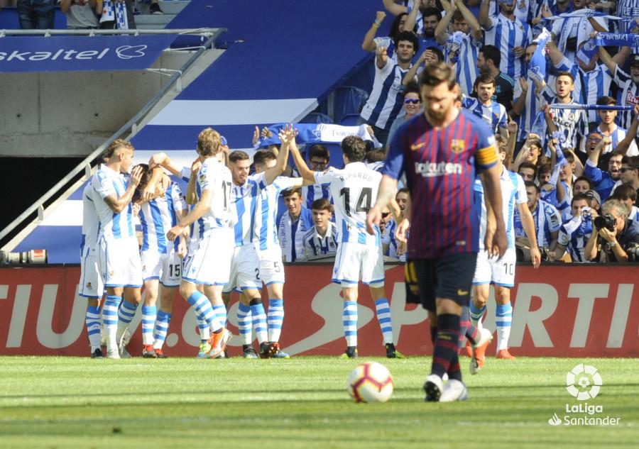 صور مباراة : ريال سوسيداد - برشلونة 1-2 ( 15-09-2018 ) W_900x700_1516352511