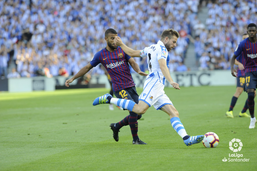صور مباراة : ريال سوسيداد - برشلونة 1-2 ( 15-09-2018 ) W_900x700_1516404114