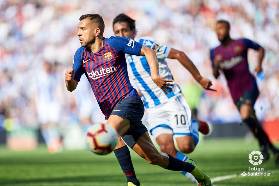 صور مباراة : ريال سوسيداد - برشلونة 1-2 ( 15-09-2018 ) W_900x700_15170906d50_6907