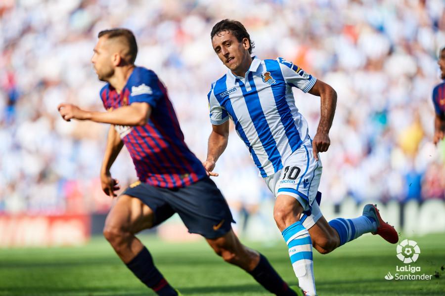 صور مباراة : ريال سوسيداد - برشلونة 1-2 ( 15-09-2018 ) W_900x700_15170908d50_6909