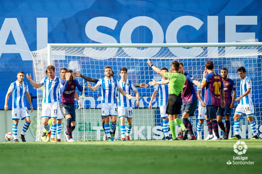 صور مباراة : ريال سوسيداد - برشلونة 1-2 ( 15-09-2018 ) W_900x700_15170910d50_6917