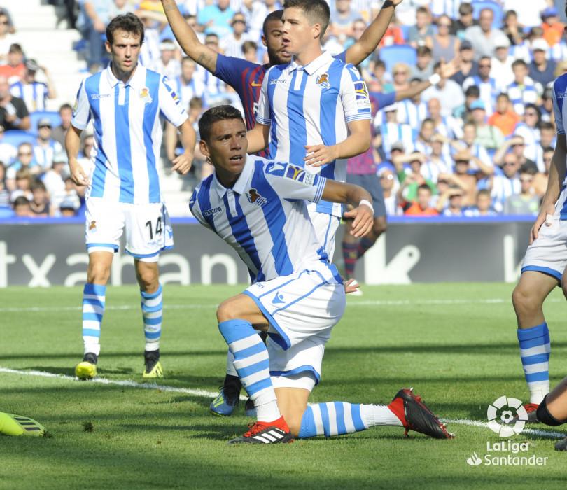 صور مباراة : ريال سوسيداد - برشلونة 1-2 ( 15-09-2018 ) W_900x700_1517192224
