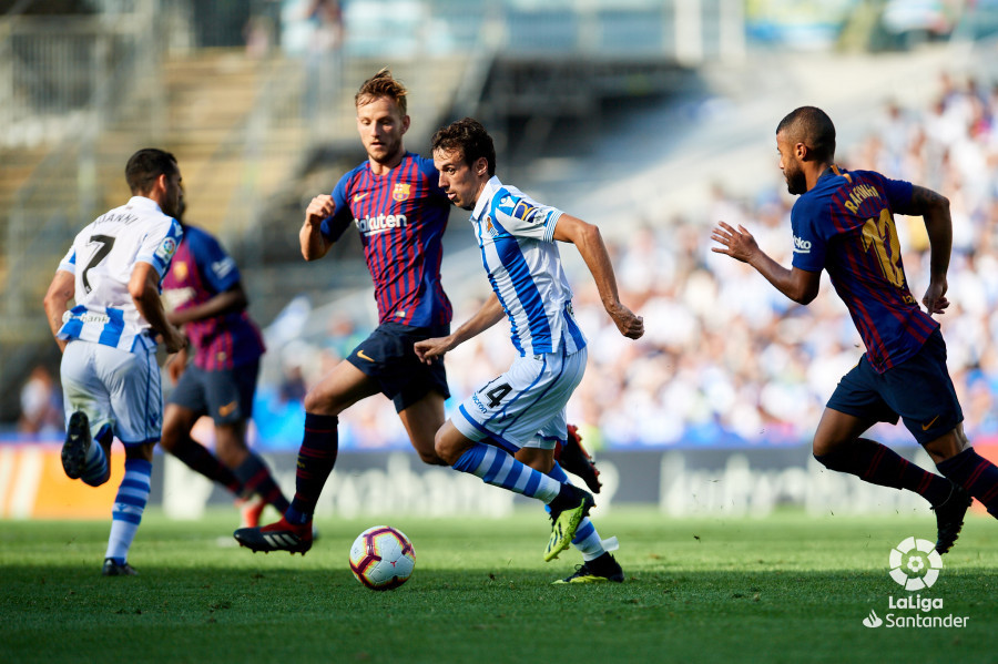 صور مباراة : ريال سوسيداد - برشلونة 1-2 ( 15-09-2018 ) W_900x700_15173745d50_7019