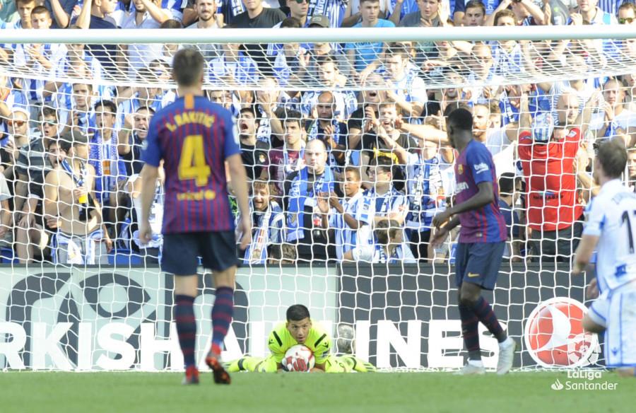 صور مباراة : ريال سوسيداد - برشلونة 1-2 ( 15-09-2018 ) W_900x700_1517495855