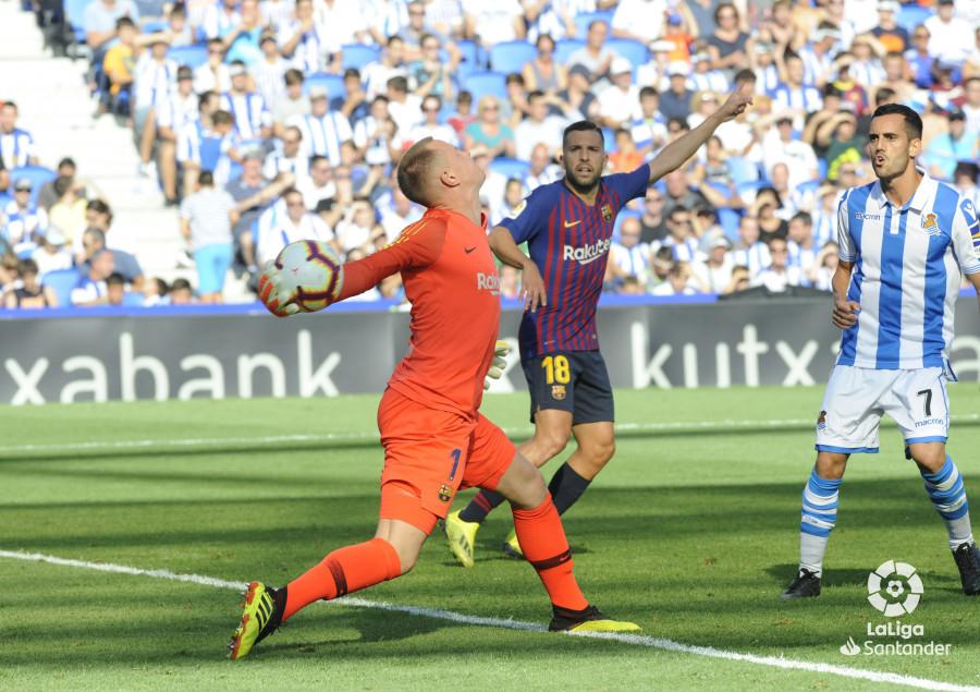 صور مباراة : ريال سوسيداد - برشلونة 1-2 ( 15-09-2018 ) W_900x700_1517501657