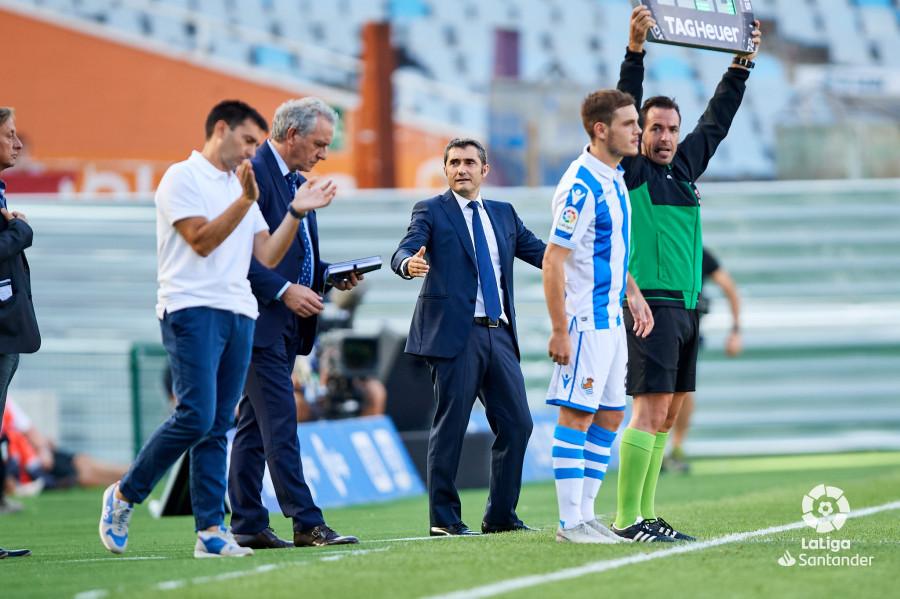 صور مباراة : ريال سوسيداد - برشلونة 1-2 ( 15-09-2018 ) W_900x700_15180928d50_7198