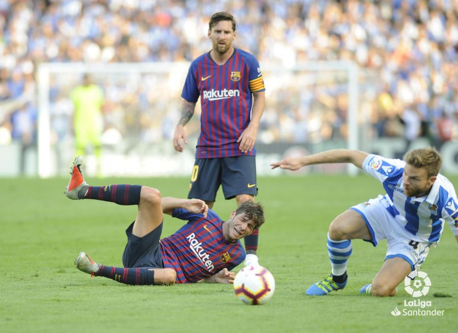 صور مباراة : ريال سوسيداد - برشلونة 1-2 ( 15-09-2018 ) W_900x700_1518111785