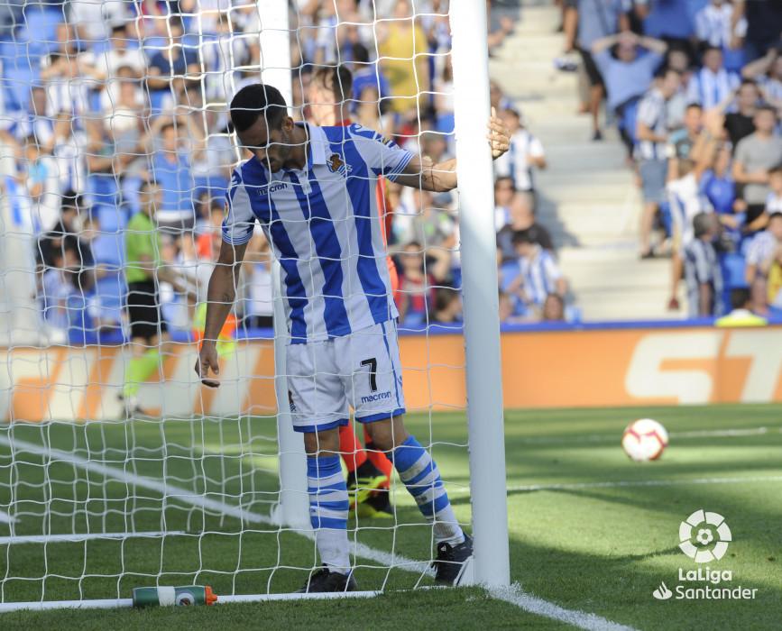 صور مباراة : ريال سوسيداد - برشلونة 1-2 ( 15-09-2018 ) W_900x700_151817349