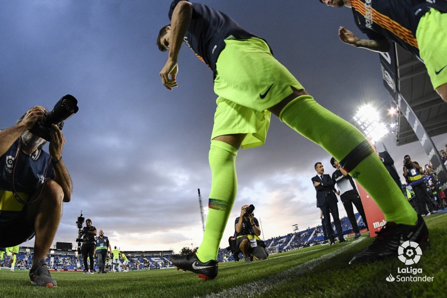 صور مباراة : ليغانيس - برشلونة 2-1 ( 26-09-2018 ) W_900x700_26194219_rap1662