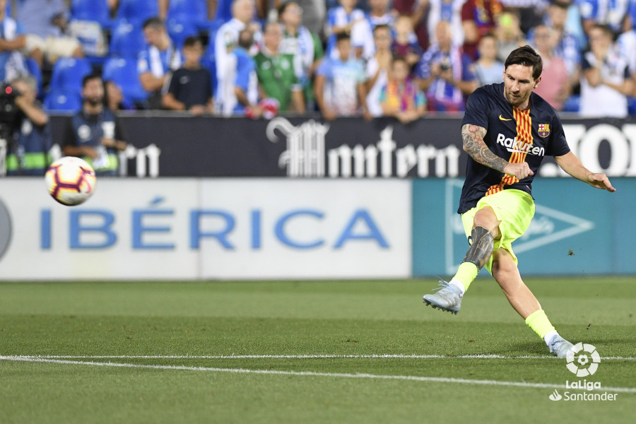 صور مباراة : ليغانيس - برشلونة 2-1 ( 26-09-2018 ) W_900x700_26195032_apa8218