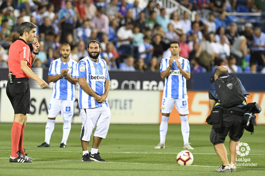 صور مباراة : ليغانيس - برشلونة 2-1 ( 26-09-2018 ) W_900x700_26200403_apa8263