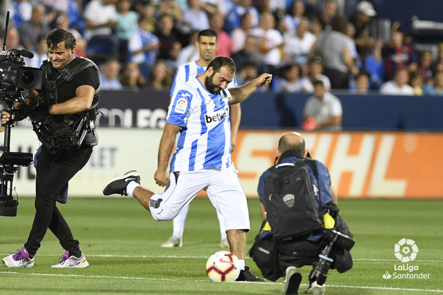 صور مباراة : ليغانيس - برشلونة 2-1 ( 26-09-2018 ) W_900x700_26200410_apa8266